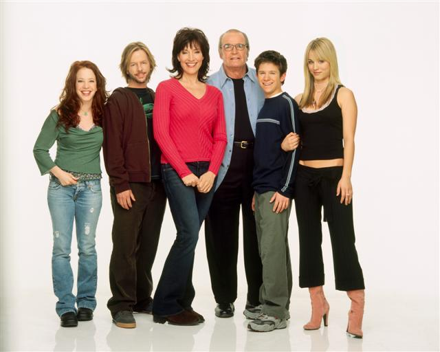 8 Simple Rules-Cast (3).jpg