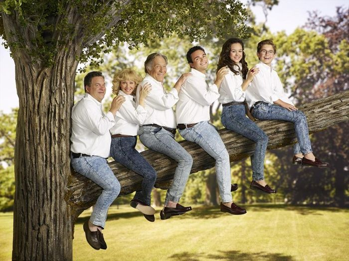 The-Goldbergs-Cast-Season-2-ABC.jpg